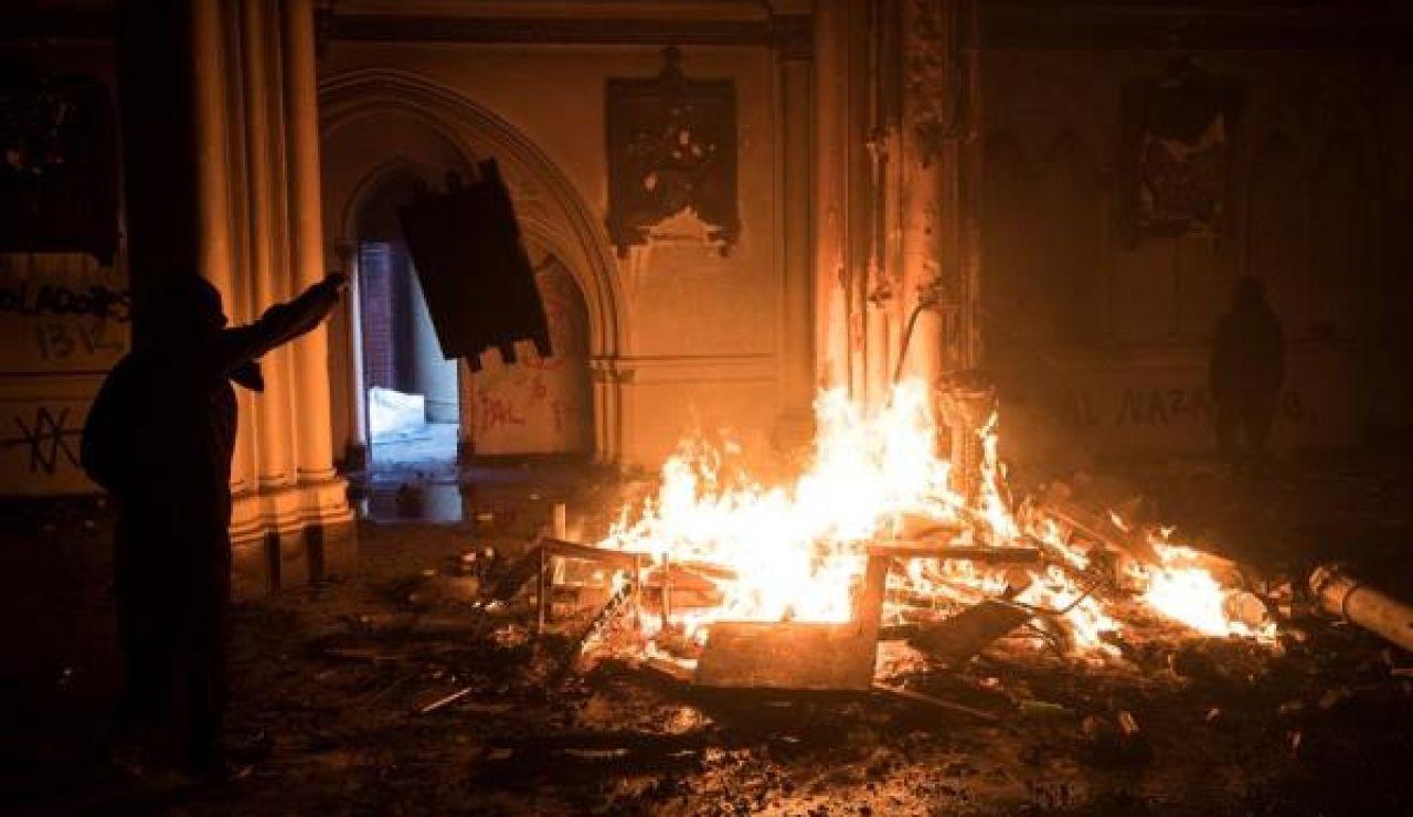 Imagen de una de las iglesias quemadas en Chile