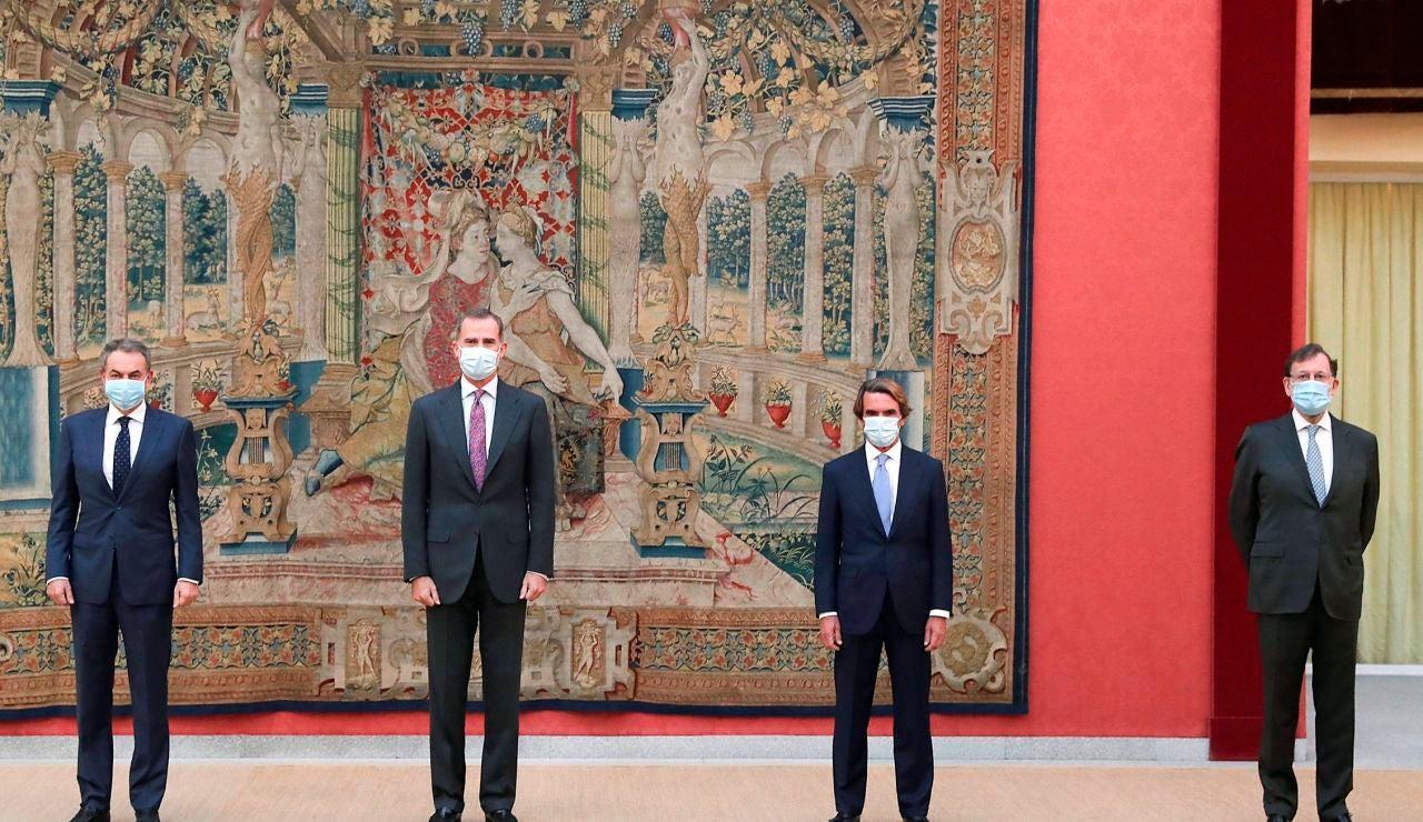 El Rey junto a los expresidentes de Gobierno
