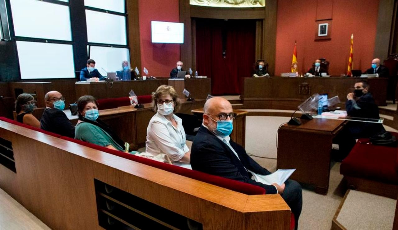 El TSJC inhabilita a los exmiembros de la mesa del Parlament