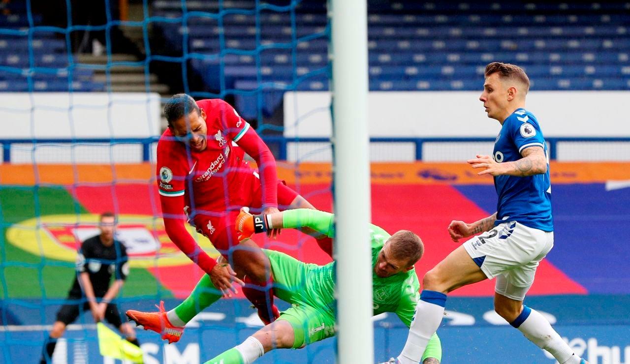 Van Dijk se lesiona los ligamentos de la rodilla