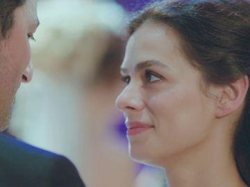 El romántico baile de Bahar con Arif, cada vez más enamorados, en la boda de Ceyda
