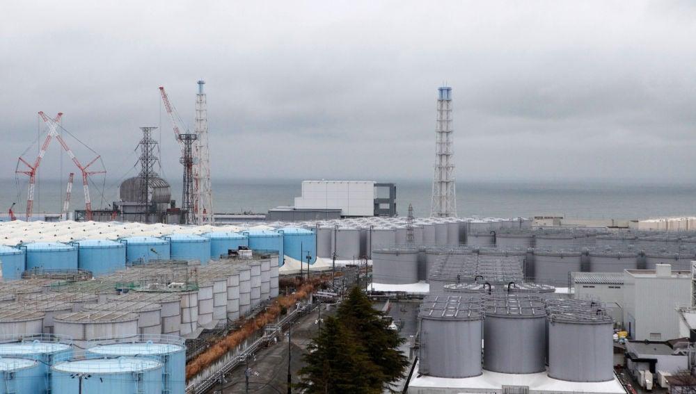 El Gobierno de Japón estudia tirar al mar el agua contaminada de la central nuclear de Fukushima
