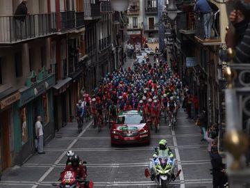La Vuelta ciclista a España pasa por Navarra, la comunidad más afectada por el coronavirus