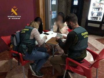 Imagen de la operación de la Guardia Civil en el club de alterne de Rincón de Soto