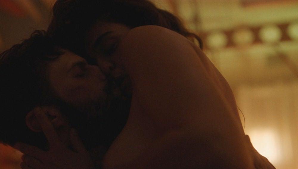 Julia y Carlos se despiden para siempre tras una noche marcada por el amor y el sexo
