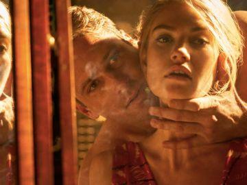 Lily James y Armie Hammer en 'Rebecca'