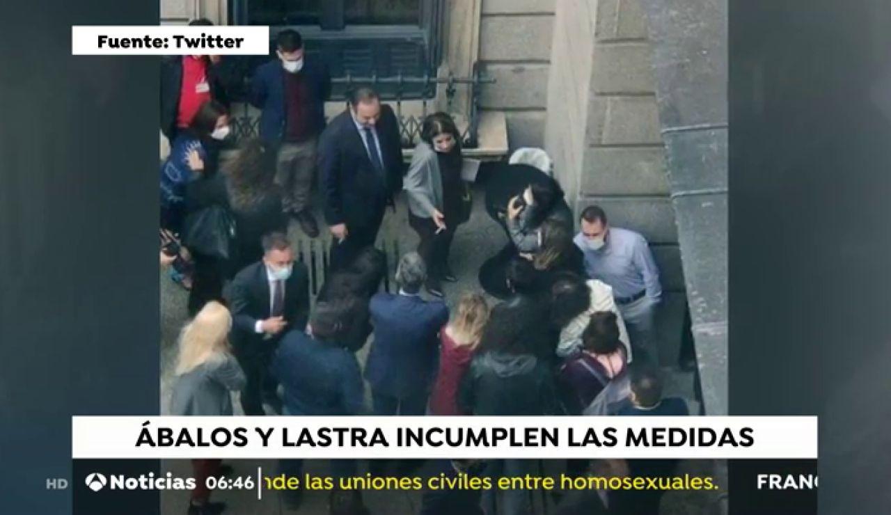 La polémica imagen de Adriana Lastra y José Luis Ábalos fumando sin guardar distancia y sin mascarilla contra el coronavirus