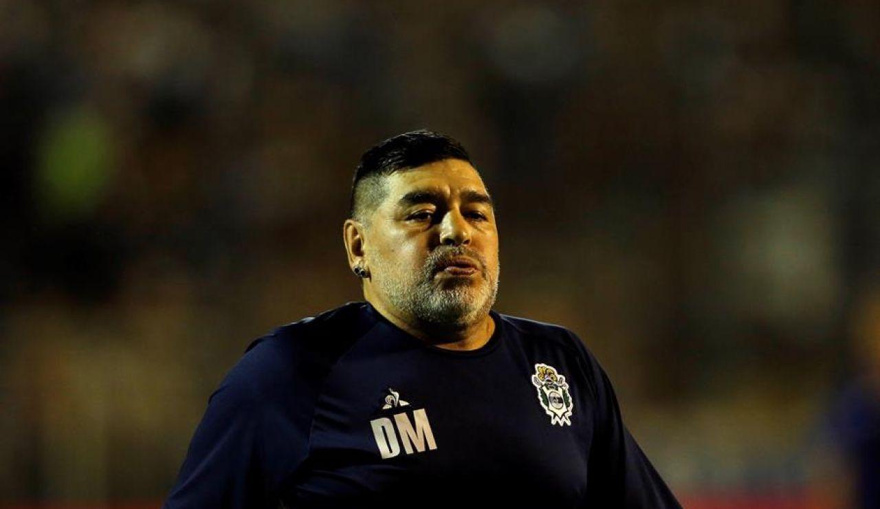 Diego Maradona padece un hematoma subdural en la cabeza y tendrá que ser intervenido quirúrgicamente en las próximas horas esta misma noche.