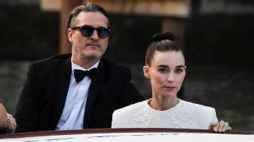 Rooney Mara y Joaquin Phoenix