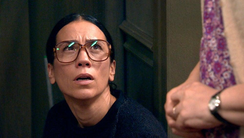 Manolita acude al portal donde murió Marisol y consigue una nueva pista