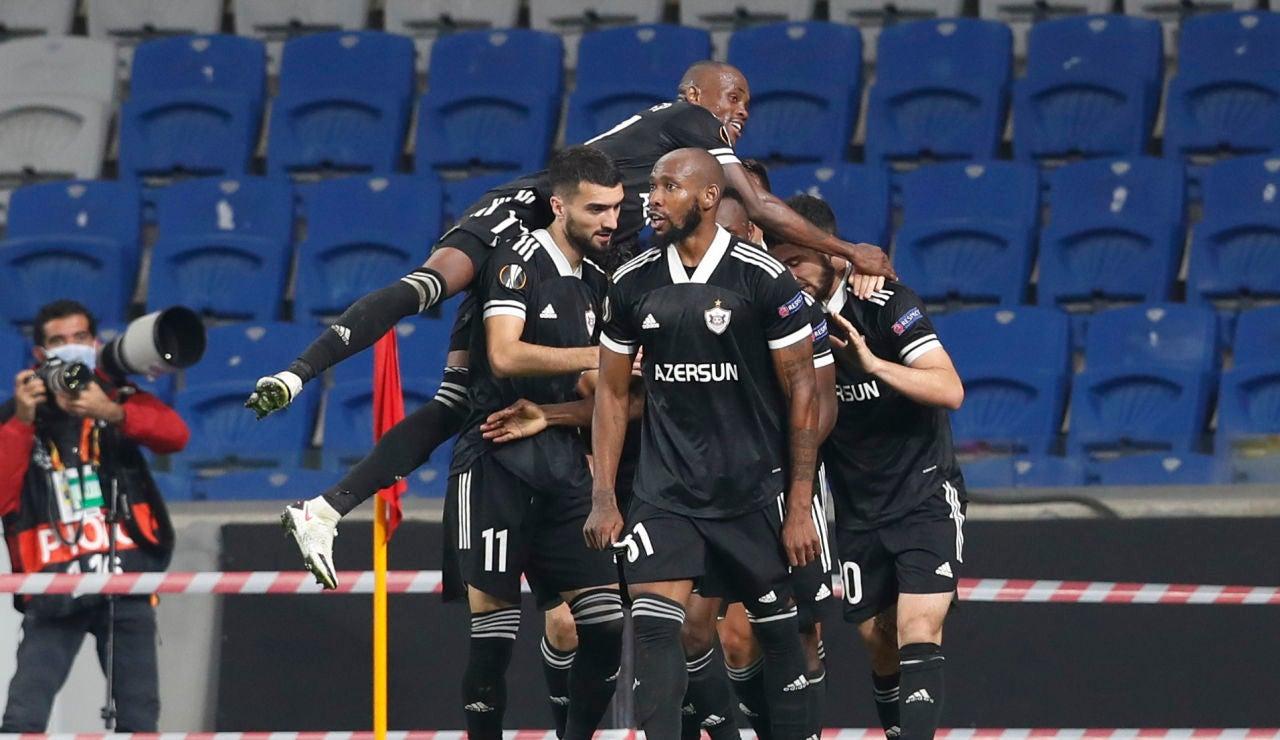 Los jugadores del Qarabag celebran un gol