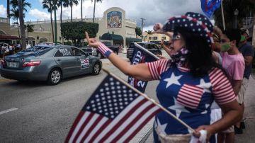 Elecciones EEUU 2020: Seguidores de Trump y Biden enfrentados en un acto en Florida (EEUU).