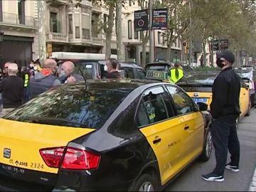 Manifestación de taxistas en Barcelona en protesta por la falta de ayudas contra la crisis del coronavirus