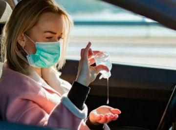 Gel hidroalcohólico en el coche