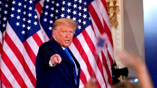 El presidente de EEUU, Donald J. Trump, habla la noche de las elecciones desde la Casa Blanca en Washington DC
