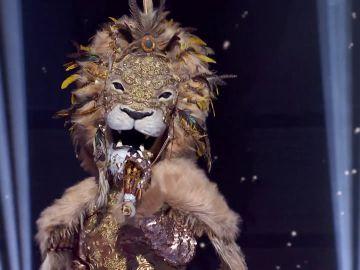 El León irradia felicidad con 'No controles' en el Duelo Final de 'Mask Singer'