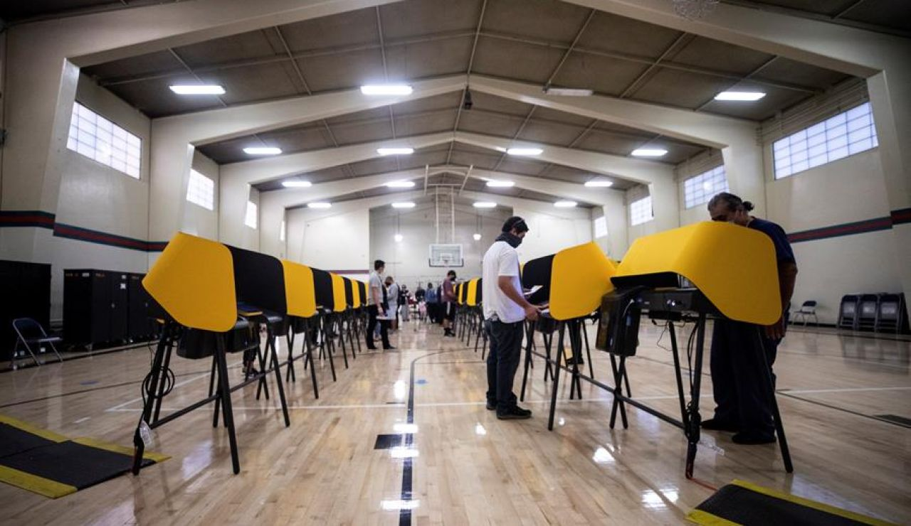 Gana un candidato fallecido por coronavirus en Dakota del Norte