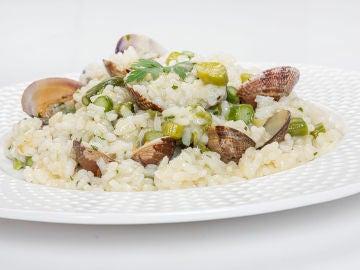 Receta de arroz con almejas y espárragos, de Karlos Arguiñano