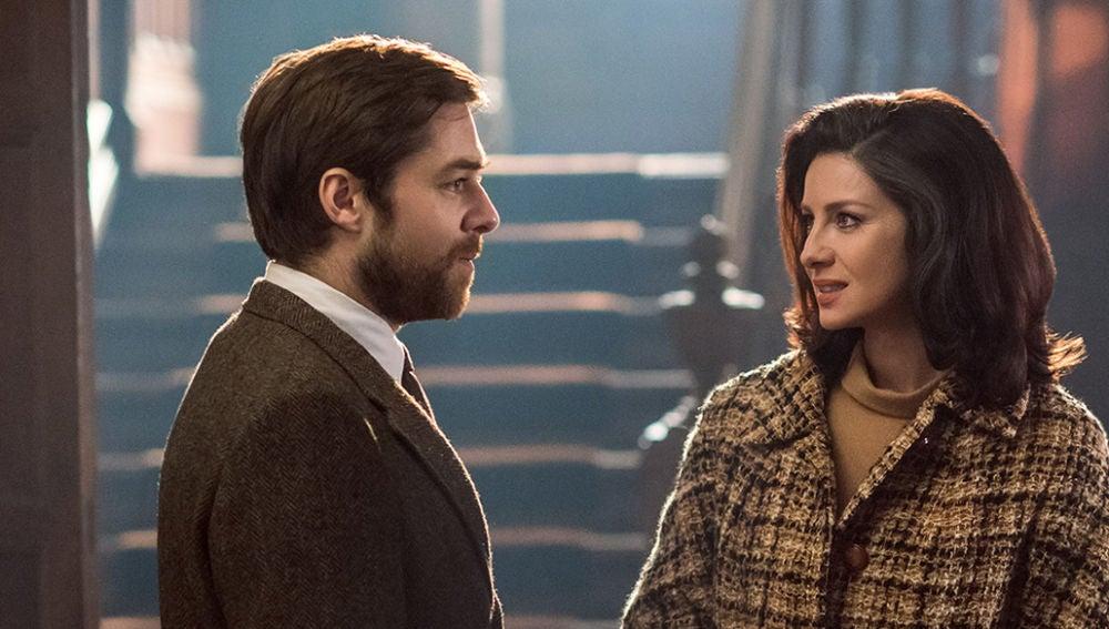 Roger y Claire en 'Outlander'