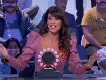 El enfado de Sonia Ferrer por un gesto de Roberto Leal y Shaila Dúrcal en 'Pasapalabra'