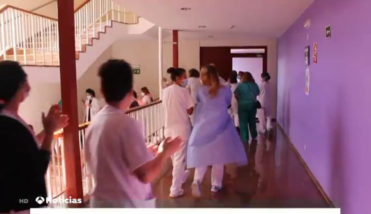 Colocan camas en la planta de Administración del Hospital de Cabueñes, en Gijón, para enfermos de coronavirus