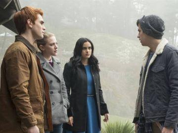 KJ Apa, Lili Reinhart, Camila Mendes y Cole Sprouse en 'Riverdale'