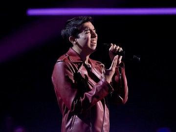 Luis Ángel Vizcarra canta 'Mi historia entre tus dedos' en los Asaltos de 'La Voz'