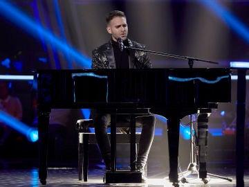 Adam Ainouz canta 'Lay me down' en los Asaltos de 'La Voz'