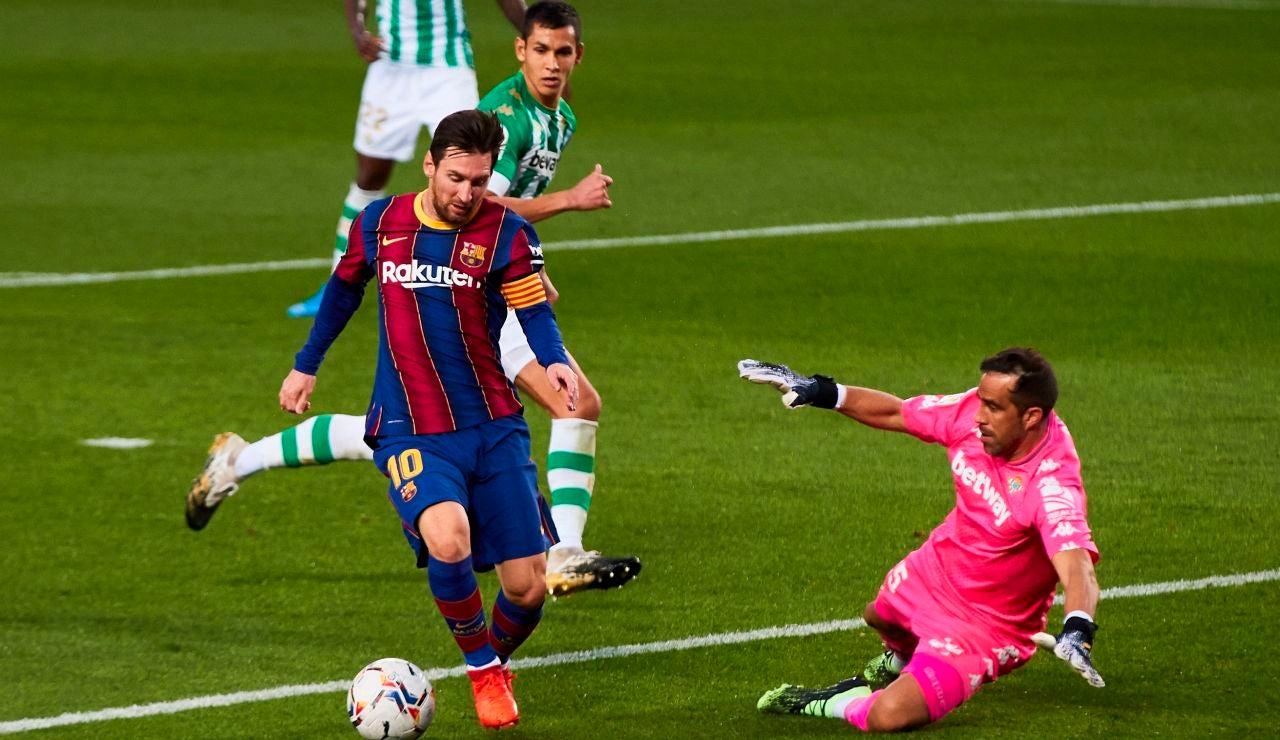 Leo Messi, ante Claudio Bravo