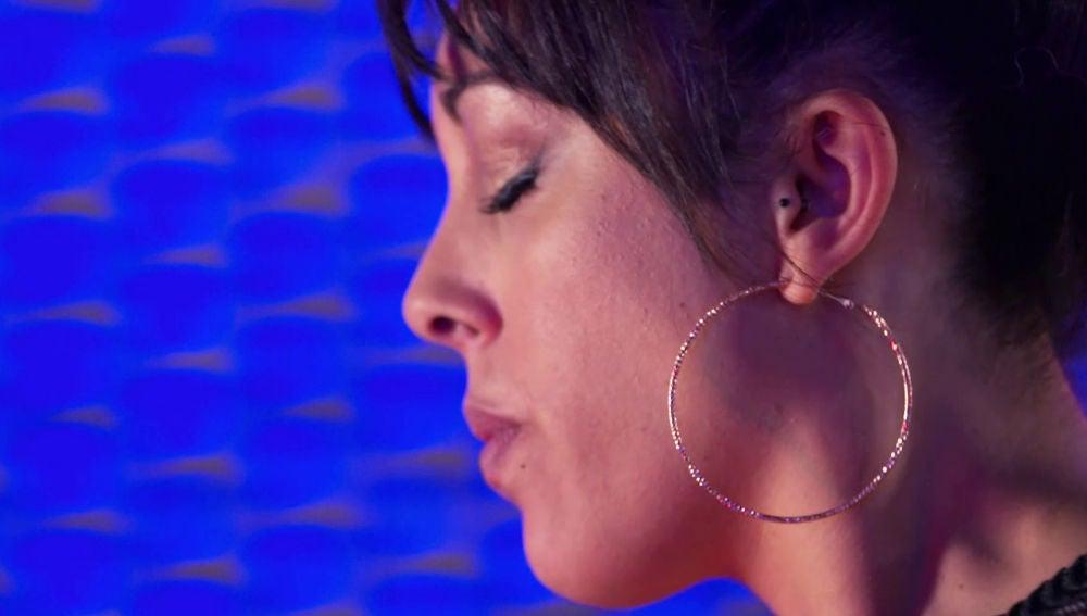 Una talent sufre un pequeño percance antes de actuar en 'La Voz'
