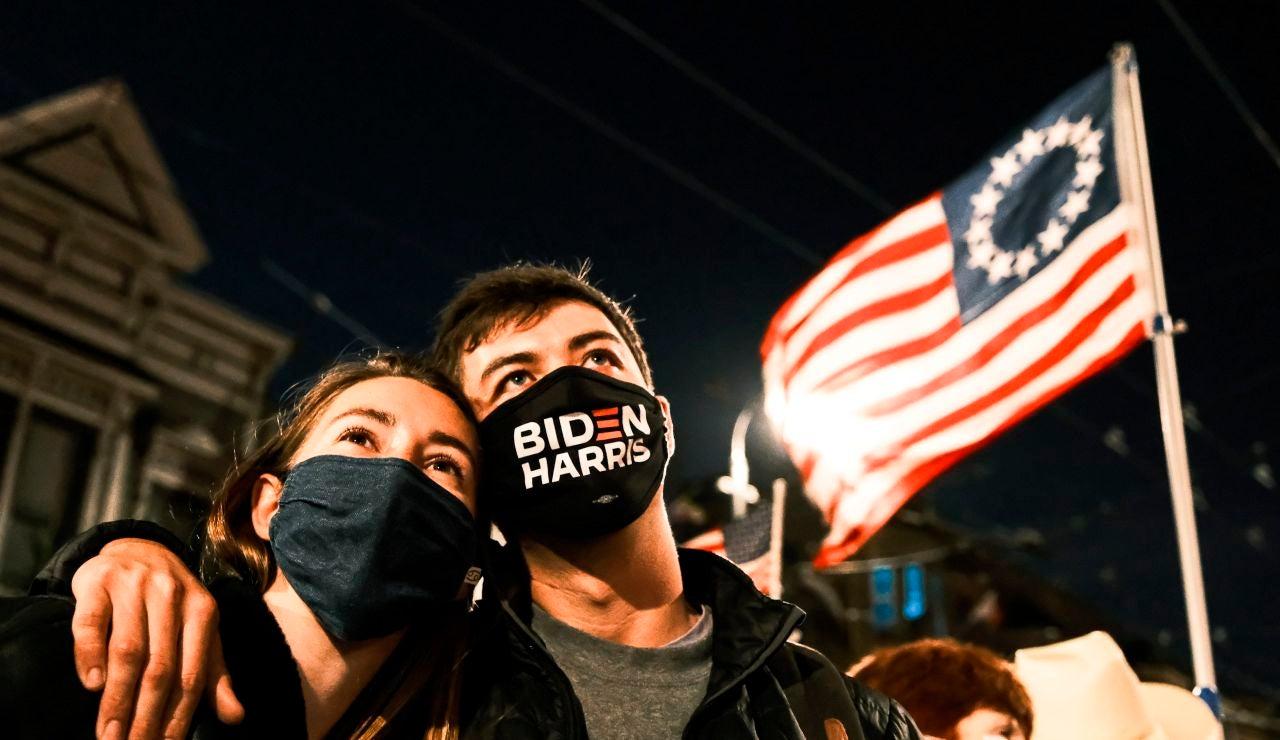 Centenares de personas se reúnen en Wilmington en San Francisco, Estados Unidos