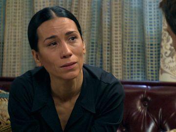 Manolita acepta su fracaso con la investigación y logra un acercamiento con Marcelino