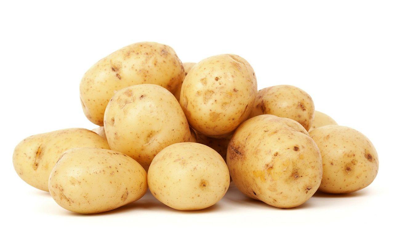 """Karlos Arguiñano nos enseña la forma correcta de cortar las patatas """"para engordar el caldo"""""""