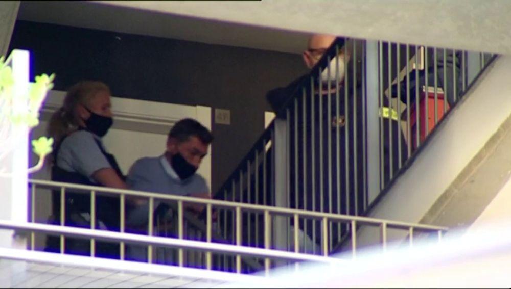 El momento en el que sale de comisaría el presunto asesino de una mujer en Lloret de Mar, Girona