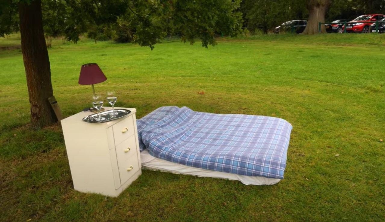 El peculiar alojamiento de Airbnb en un campo de Londres