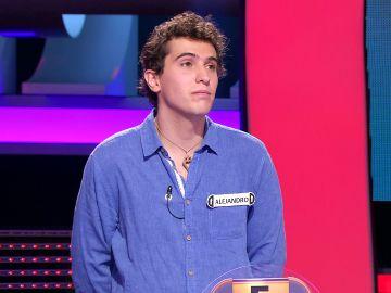 """""""¡Más juventud como ésta!"""": El aplauso de Arturo Valls al generoso gesto de un concursante de '¡Ahora caigo!'"""