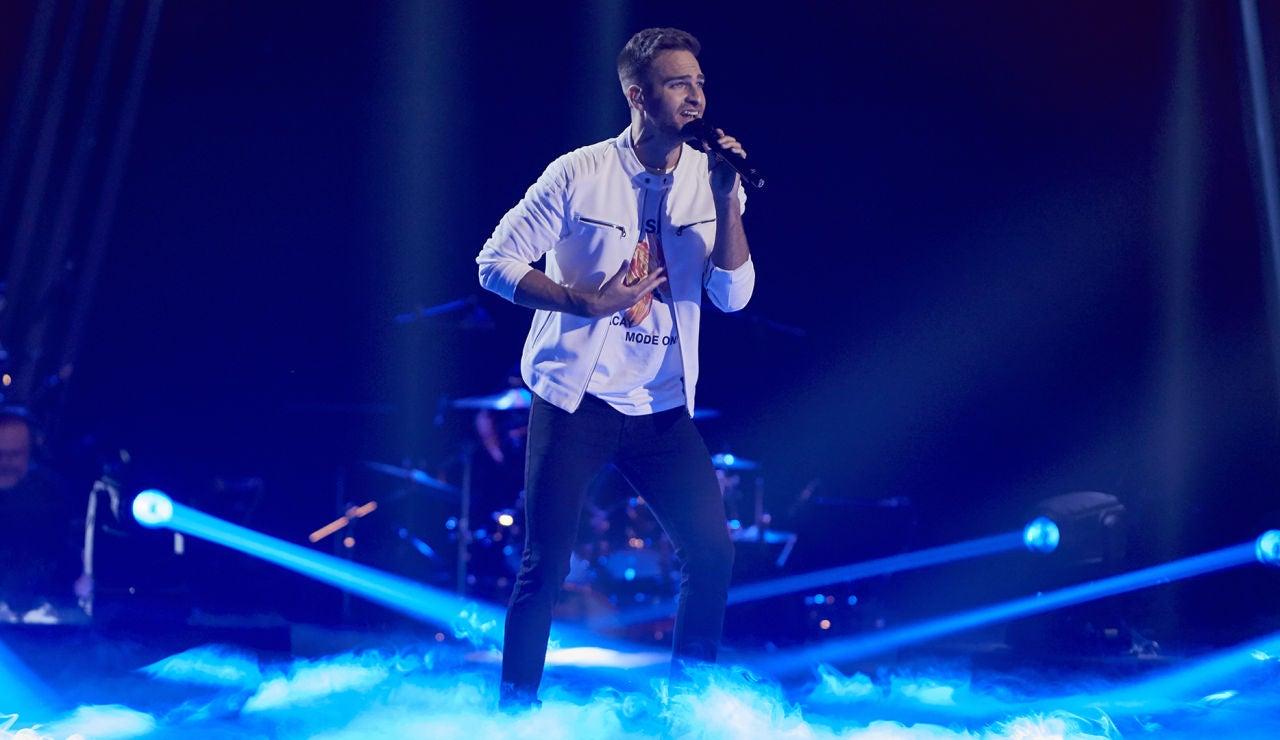 Adam Ainouz canta 'Oye' en la Fase Final de 'La Voz'