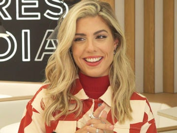 Miriam Rodríguez se moja jugando a 'Quién es más probable que': ¿Pablo López llega tarde a los rodajes de 'La Voz'?