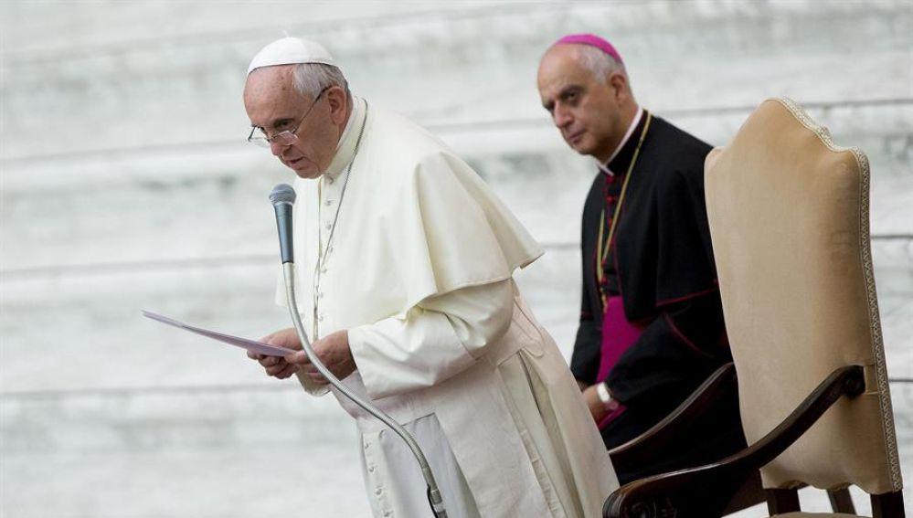 El Vaticano niega que el Papa Francisco diera 'me gusta' a la foto erótica de una modelo brasileña en Instagram
