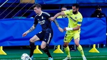 Kroos controla el balón ante el Villarreal