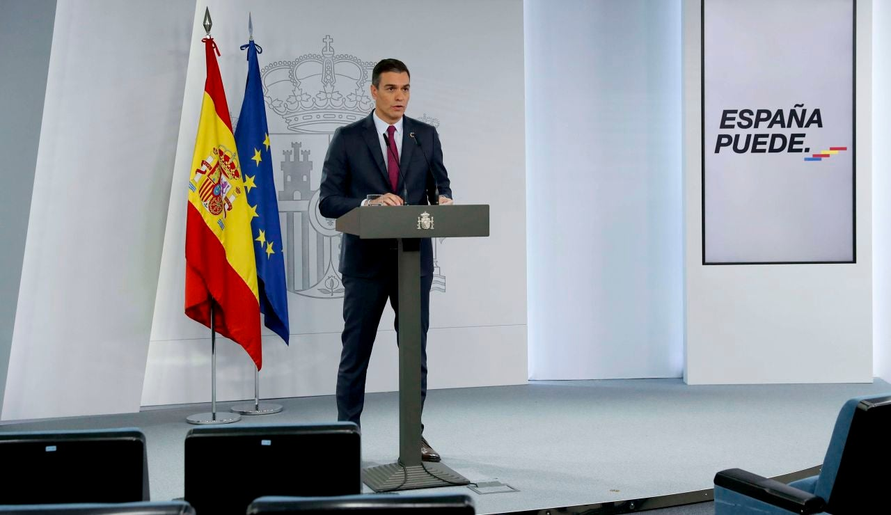 El presidente del Gobierno, Pedro Sánchez, en rueda de prensa ofrecida esta tarde en el Palacio de La Moncloa tras participar en la cumbre telemática del G20