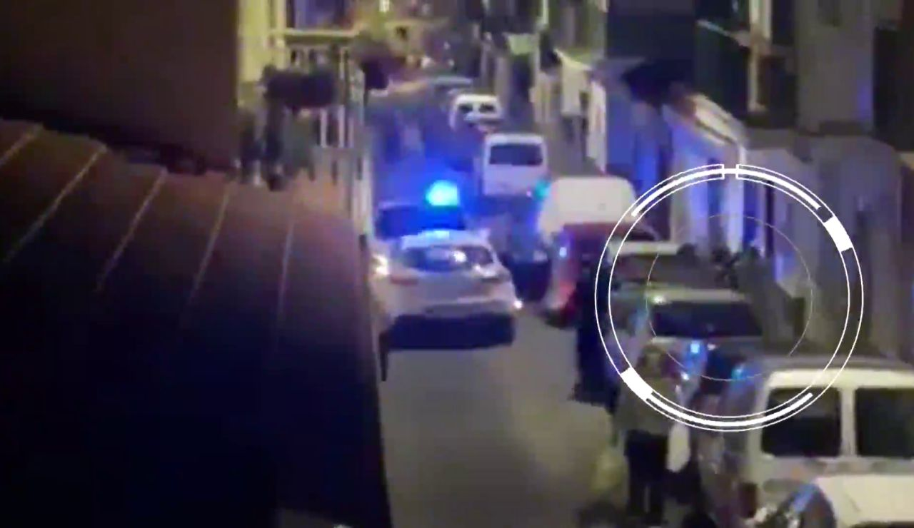Momento de la agresión a dos agentes en Alhaurín de la Torre