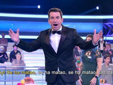 La hilarante versión del 'Bella ciao' de Arturo Valls con la caída de un concursante de '¡Ahora caigo!'