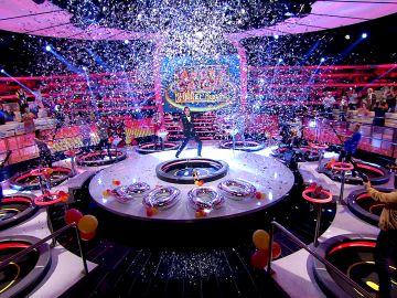 El explosivo inicio de '¡Ahora caigo! 2.000, El Musical': ¡Un fiestón con karaoke para hacer historia!