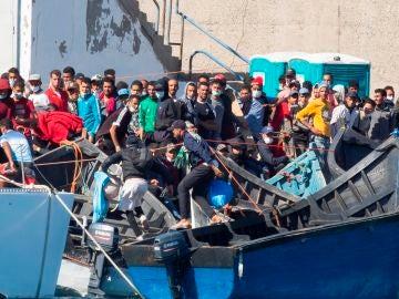 Inmigrantes en el puerto de Arguineguín