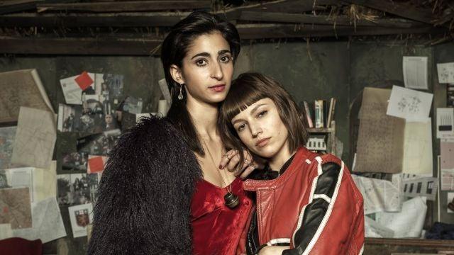 Alba Flores y Úrsula Corberó como Nairobi y Tokio en 'La casa de papel'