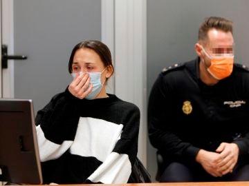 Alejandra G.P., la mujer de 33 años acusada de estrangular hasta la muerte al hijo de acogida de 8 años de su pareja