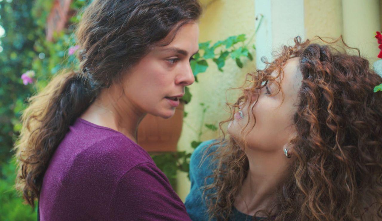 """La inesperada pelea de Bahar con Sirin a las puertas de su casa: """"¿Sarp está vivo?"""""""