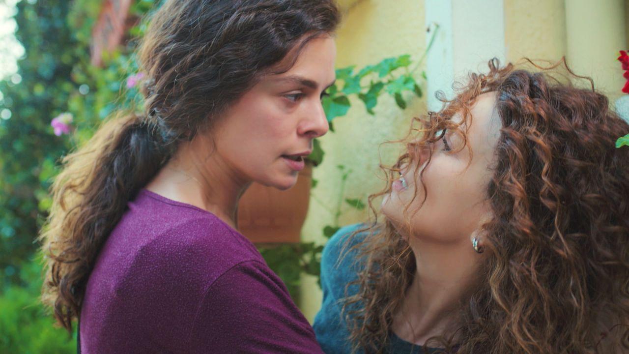 """La inesperada y violenta pelea de Bahar con Sirin a las puertas de su casa: """"¿Sarp está vivo?"""""""