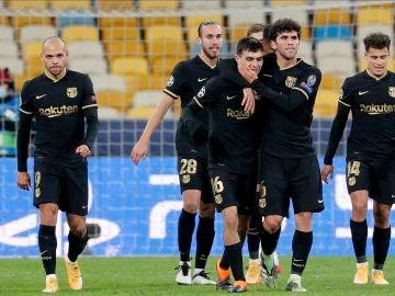Los jugadores del Barcelona celebran un gol ante el Dinamo de Kiev